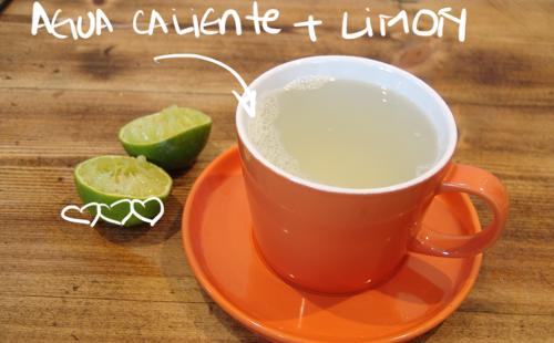 ¿Para que sirve el jugo de limón con agua tibia?
