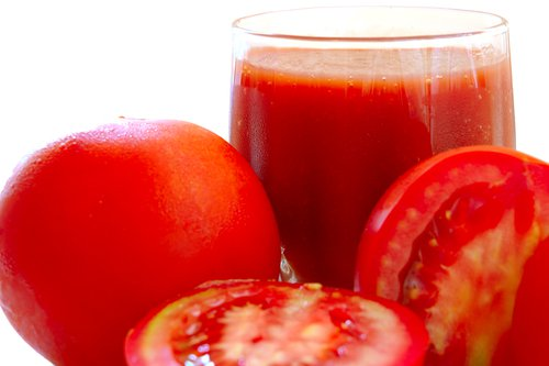 ¿Para que sirve tomar jugo de tomate todas las mañanas?