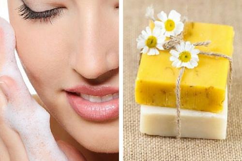 Los-grandes-beneficios-de-la-limpieza-facial-con-camomila-500x333