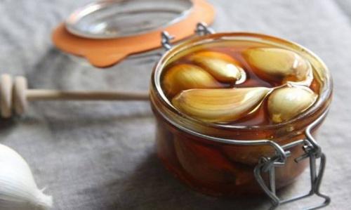¿Para que sirve el jarabe de ajo y miel?