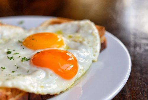 Para que sirve incluir huevos en el desayuno