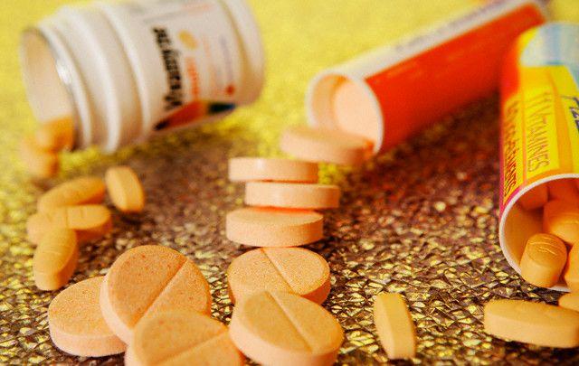 19 Sep 2005 --- Effervescent Vitamin C Tablets --- Image by © SGO/Image Point FR/Corbis